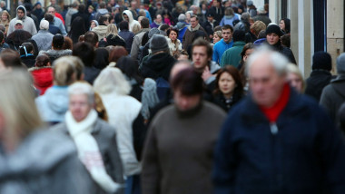 High Streets Prepare For Last Minute Surge Of Christmas Shoppers