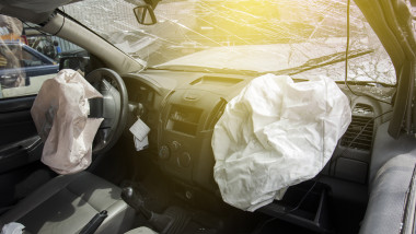 shutterstock accident airbag parbriz spart
