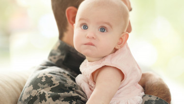 copil soldat brate shutterstock_583283404