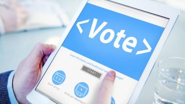 vot pe tableta shutterstock_234376006