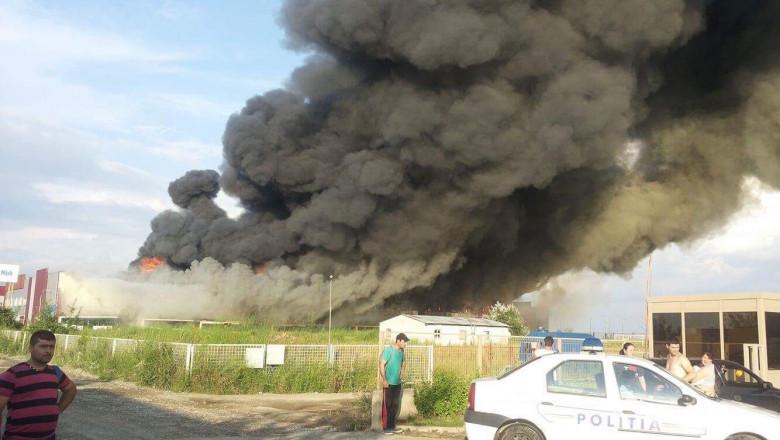 inceput incendiu Balotesti 2