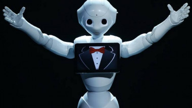 humanoid-robot-pepper-to-go-on-sale-to-public-in-japan-image-1