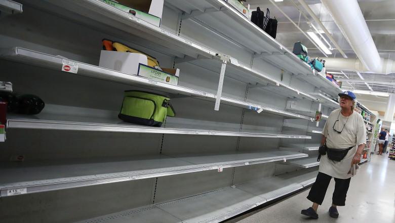 Rafturi goale supermarketuri