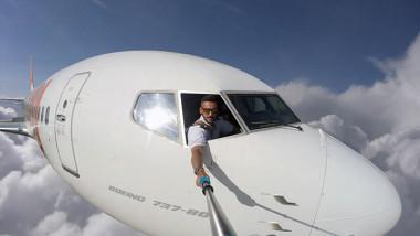 pilot-fake-mid-flight-selfies-instagram-daniel-centeno-2-59b244272255c__700