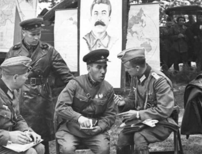 Mituri şi minciuni propagandistice sovietice din timpul celui de-Al Doilea Război Mondial, prezente şi în propaganda actuală a Kremlinului. VIDEO ZyZ3PTgwMCZoYXNoPTg0NjkwYzZiNmIzZWU3ZWFjNGVhMjE2YzIyZGY0NzRh.thumb