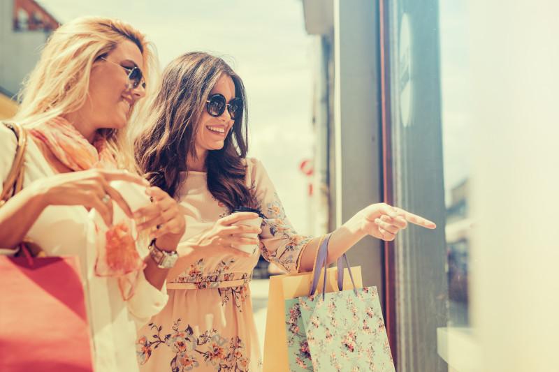 femei cumparaturi moda