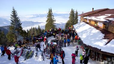 Autorităţile române nu au decis dacă vor lăsa deschise staţiunile de schi.