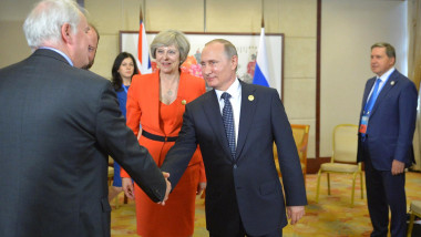 Vladimir_Putin_and_Theresa_May_(2016-09-04)_01