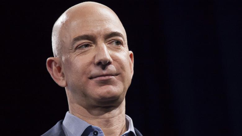 Jeff Bezos este fondatorul Amazon si este considerat cel mai bogat om din lume