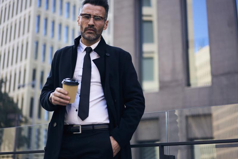 barbat afaceri birou cafea costum