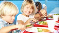 copii la masa mancare alimentatie
