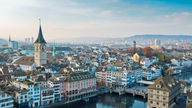 00-holding-zurich-travel-guide