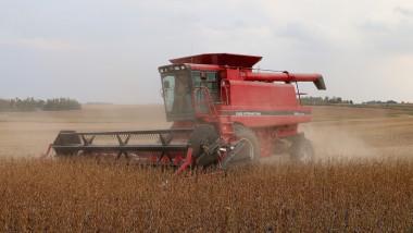 Vești bune pentru fermierii români: scapă de plafonarea subvențiilor. EAU, investiții în agricultura românească