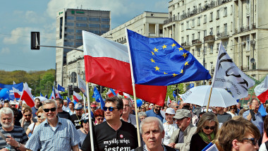 polonia steag polonez ue manifestatie shutterstock_634718072