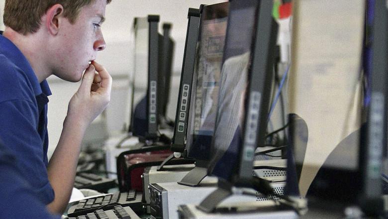 PC, calculator, desktop_GettyImages-56113777