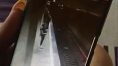 imagini tanara impinsa metrou costin georgian