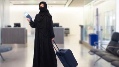 femeie aeroport