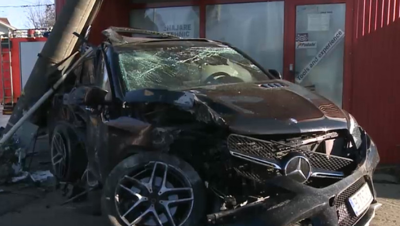 accident mercedes suv