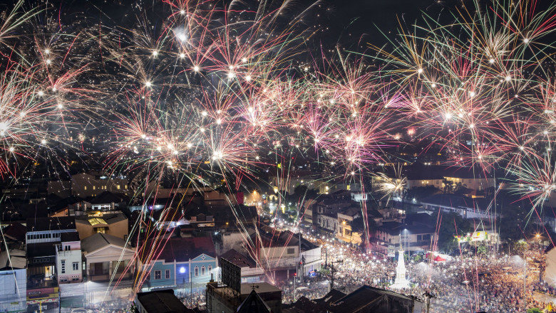 Indonesians Countdown To The New Year
