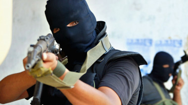 Palestinian Policemen Clash With Hamas Fighters