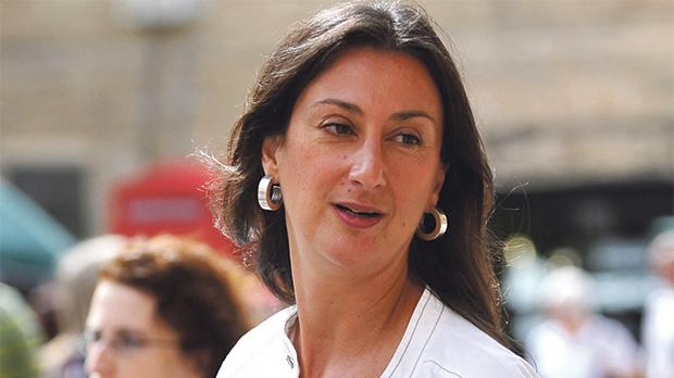 """""""Premierule, mortii te privesc"""". Cu ce au fost acoperite monumentele din Malta la trei luni de la asasinarea jurnalistei Daphne Galizia"""