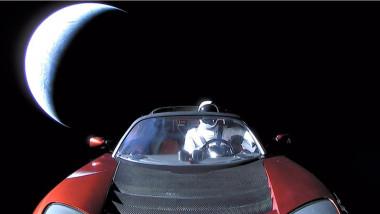 Tesla spatiu