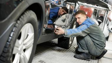 service muncitori industria auto angajati_shutterstock_131347439