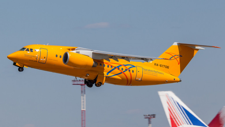 Saratov_Airlines_Antonov_An-148_takes_off_at_Domodedovo