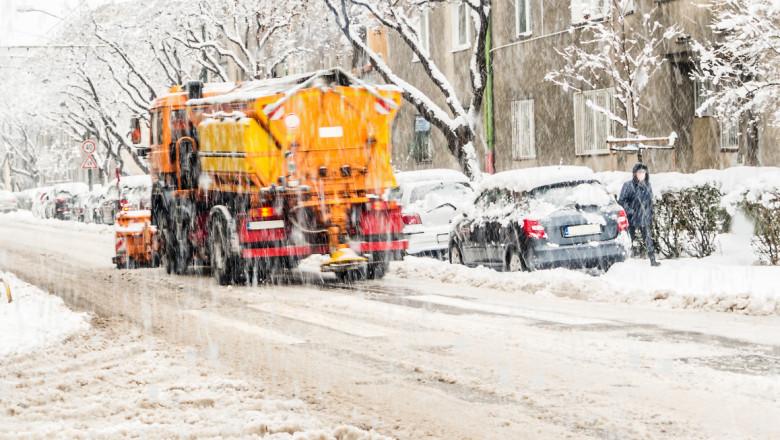 ninsoare ger frig ninge iarna shutterstock