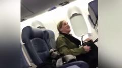 femeie nervoasa in avion delta