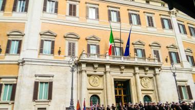 parlament italia shutterstock_1037052418