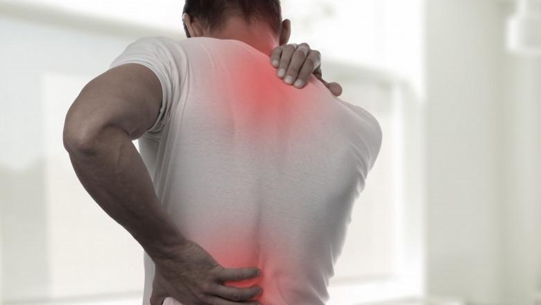 barbat durere spate shutterstock_726176974