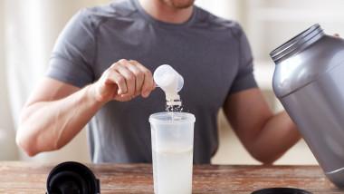 supliment proteine fittness shutterstock_283178207