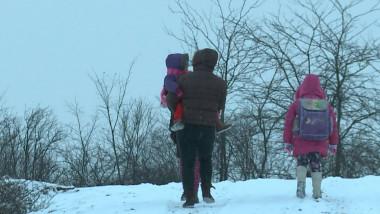 elevi parinte cu copii iarna_digi24