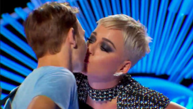 katy perry sarut american idol