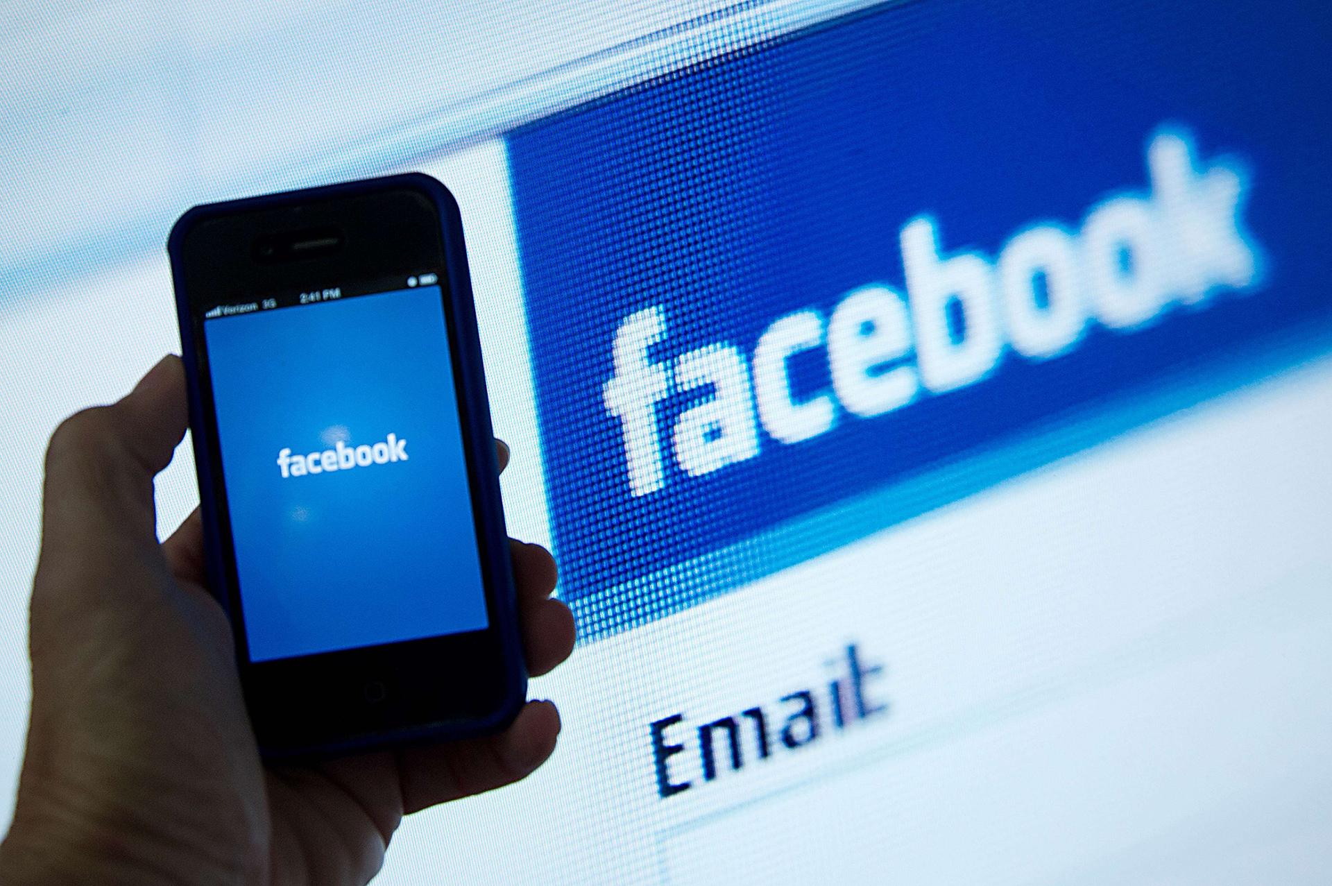 """Date """"scapate"""" printre degete de Facebook. Val de anchete in SUA si Europa"""
