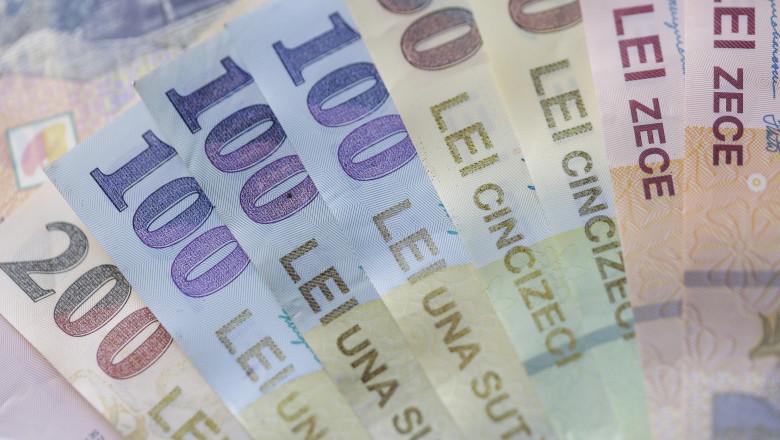 bancnote de 100, 50 si 10 lei una peste alta