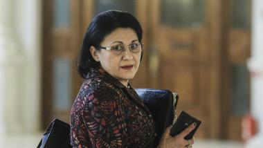 Ecaterina Andronescu in Senat_parlament_08_INQ_Octav_Ganea
