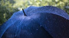 ploaie umbrela meteo vreme shutterstock_145450390