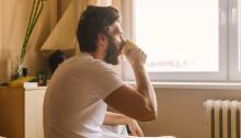 barbat cafea shutterstock_558862594
