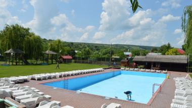 piscina-padureni