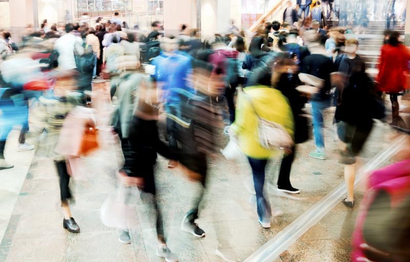 foto miscare strada oameni shutterstock