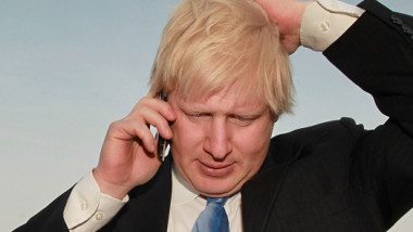 boris johnson vorbeste la telefon getty