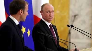 putin se uita intrebator macron - kremlin
