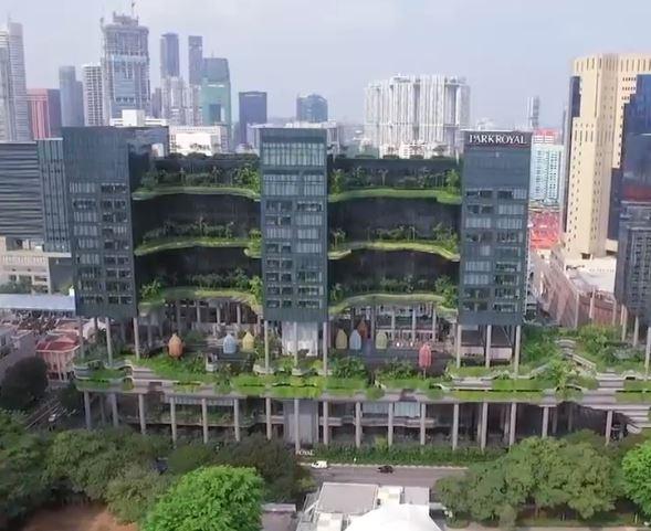 hotelul-care-este-o-adevarata-jungla-urbana-suspendata