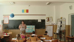 elevi mici iasi invatatoarea filmeaza