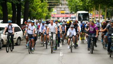 klaus iohannis bicicleta pedala pentru romania lucian mindruta_presidency