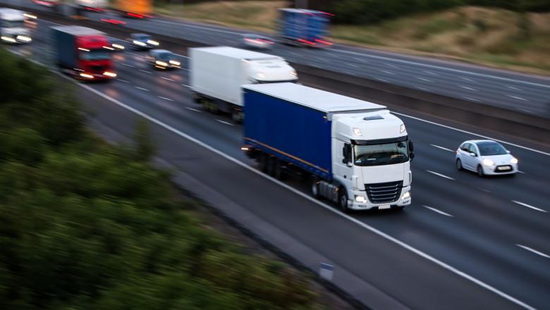camion tir autostrada europa_shutterstock_670242952