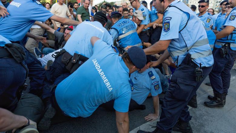 BUCURESTI - PROTEST - REZIST - PIATA VICTORIEI