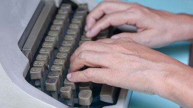 masina de scris shutterstock_1127191559